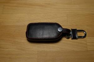 Черный кожаный чехол вид сзади
